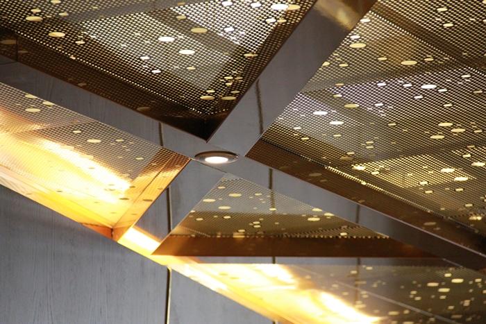 Flex2000 perforerat innertak med dolt bärverk och integrerad belysning