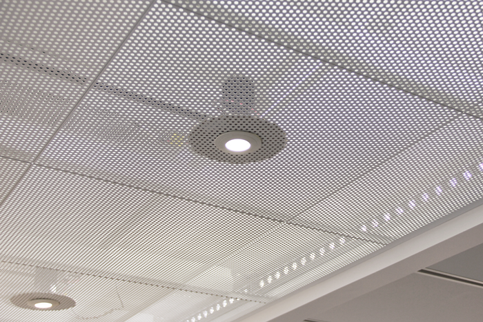 Undertak i metall aluminium med integrerad belysning